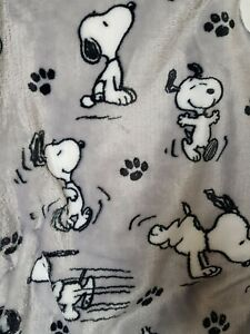 """NWT Berkshire Peanuts Snoopy Gray Poses And Paws Blanket Throw Twin 60"""" x 90"""""""