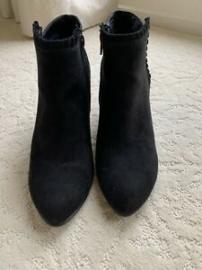 New A2 Heel Rest by Aerosols, Black Suede ankle Booties women's, size 8.5