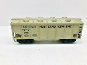VINTAGE MARX LEHIGH PORTLAND CEMENT #109 COVERED HOPPER CAR - DISPLAY