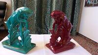 Skulpturen Bücherstützen Widder, Art Deko 20er Jahre, zwei Stück in Rot und Grün