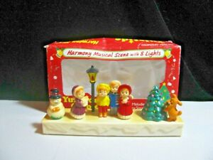VINTAGE CHRISTMAS DECORATION ANIMATED CAROLERS FIGURINE