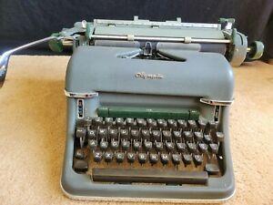 Vintage OLYMPIA DeLuxe Typewriter Werke A.G. Wilhelmshaven Gray West Germany