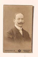 27871 CDV Foto um 1900 Porträt Mann Bart Atelier Raschkow Breslau Hof-Photograph