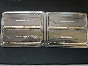 Corsair Vengeance White LED 32 GB (4 x 8 GB) DDR4 3000 MHz