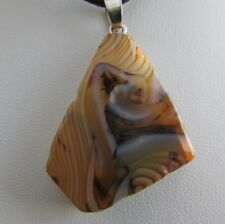 A FREEFORM AGATE PENDANT ON A CORD NECKLACE. (82*)