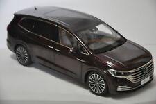 Volkswagen Viloran car model in scale 1:18 Purple red