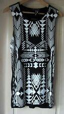 PRIMARK LADIES BLACK & WHITE CUT AWAY SLEEVE T-SHIRT  SIZE 8 BNWT