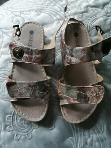 Pavers Ladies Sandals Size 5 excellent condition adjustable fastenings