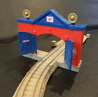 Thomas Train TrackMaster Fiery Flynn's Rescue Set Fire-Station & 2 Track Pieces