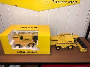 brochure prospectus LOT DE 2 MOISSONNEUSES NEW HOLLAND TX68 ROS AU 1/32 tracteur