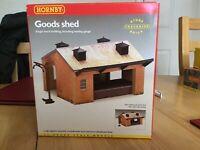 Hornby R8002 Single-track goods shed - plastic 'snap together' kit