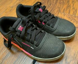 Five Ten Freerider Pro Women's Mountain Biking Flat Pedal Shoe: Black/Pink 6