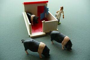 Britains Farm Pig sty & 3 saddleback pigs
