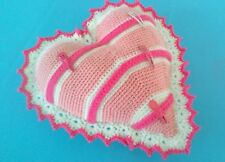 Coussin porte barrettes en forme de coeur réalisé au crochet