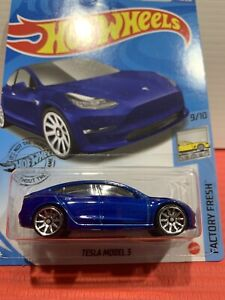 hot wheels TESLA MODEL 3 ( BLUE) FACTORY FRESH 9/10 NÉW SEALED UNOPENED HTF !!!!