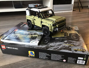 LEGO Technic 42110 Land Rover Defender.