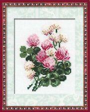 RIOLIS  574  Fleurs de trèfle  Broderie  Point de Croix compté