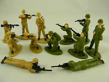 Soldiers Plastic Toy 2 1/2 inches Tall - Package of 12 Figures Modern War / WWII