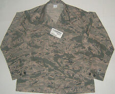 *NWT US Military Shirt Hunting Graphic Woodland Camo Size 44R
