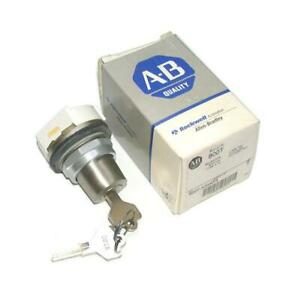 New Allen Bradley  800T-N31KF4  4-Position Maintained Key Switch Cylinder Lock