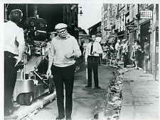 JACK LEMMON BILLY WILDER IRMA LA DOUCE 1963 PHOTO ORIGINAL #4 MOVIE SET