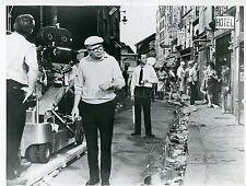 JACK LEMMON BILLY WILDER IRMA LA DOUCE 1963 PHOTO ORIGINAL #4 MOVIE SET