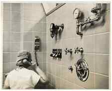 USA, Electronic medicin  .  Tirage argentique  18x23  Circa 1960  <div sty