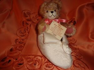 l/e green tag hermann ULLA'S BRIDE SHOE BEAR in the paw a 1-pfenning coin.