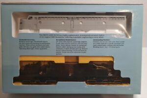 Life-Like Proto 2000 E8/9 Locomotive  No. 8129 UNDECORATED