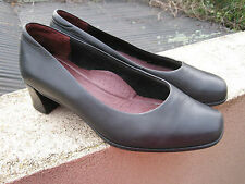 Kumfs black cube heel shoes size 37 1/2 37.5 W FREE POST
