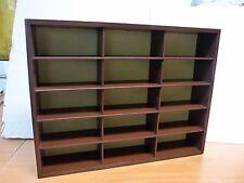 ETAGERE collection en bois neuve en boite : 15 cases 43 cm * 32 cm Figurines PVC
