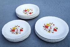ARCOPAL SOVIREL fleurs rouges-jaunes: 8 Assiettes plates + 8 creuses + 8 dessert