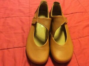 NEW Arcopedico Camel Leather Mary Jane Ellery Flats in Size 37 (6.5)
