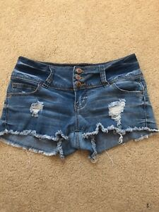 Stylish Womens Distresssd Medium Wash Denim Shorts Size 3