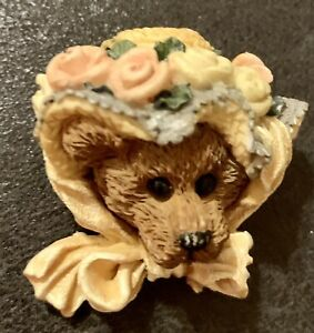 BOYDS BEAR Christmas Bear Head With Flower Bonnet Pin Brooch