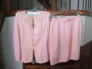 ST. JOHN LOVELY KNIT PINK  EMBROIDERED SUIT TOP, SKIRT SET , MEDIUM