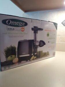 Omega Cold Press 365 H3000R Horizontal Masticating Slow Juicer - Black NEW
