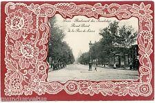 PARIS.  LE BOULEVARD DES INVALIDES. ROND POINT DE LA RUE DE SèVRES. GAUFRé.