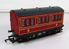 OO Gauge Hornby Maroon 4 Wheel Coach 3rd Class UNBOXED