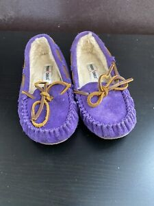 Minnetonka Purple Mocassin Slippers Girls Size 12 EUC