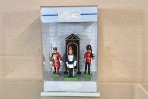 BRITAINS The LONDON SCENE BEEFEATER SCOTS & HORSE GUARD 3 PIECE DISPLAY SET nv