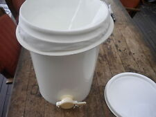 20lt HONEY FOOD GRADE BUCKET FOR  BEES WITH A HONEY GATE & STRAINER AND LID