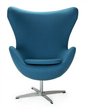 Poltrona azzurra egg chair Arne Jacobsen cashmere alluminio girevole azzurro