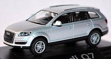 Audi Q7 4L TOUS-TERRAINS 2005-09 in PC-Vitrine Display-Box argent clair argent