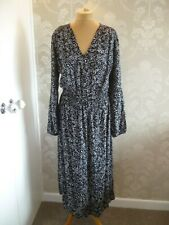 MARKS & SPENCER Collection black & white print dress size 18 Long - BNWT