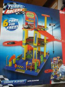 Turbo RACERS Garage 70 cm mit Aufzug und 6 Autos