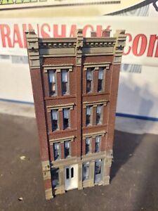 HO Scale Building Center Center Building Built Painted Weathered