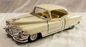 Kinsmart - 1:43 Scale Model 1953 Cadillac Series 62 Coupe Cream (BBKT5339DC)