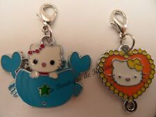 LOT 2 CHARMS BRELOQUE A FERMOIR METAL ARGENTE HELLO KITTY MULTICOLORE - BIJOUX