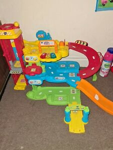 Vtech toot toot garage and tracks, CLEAN